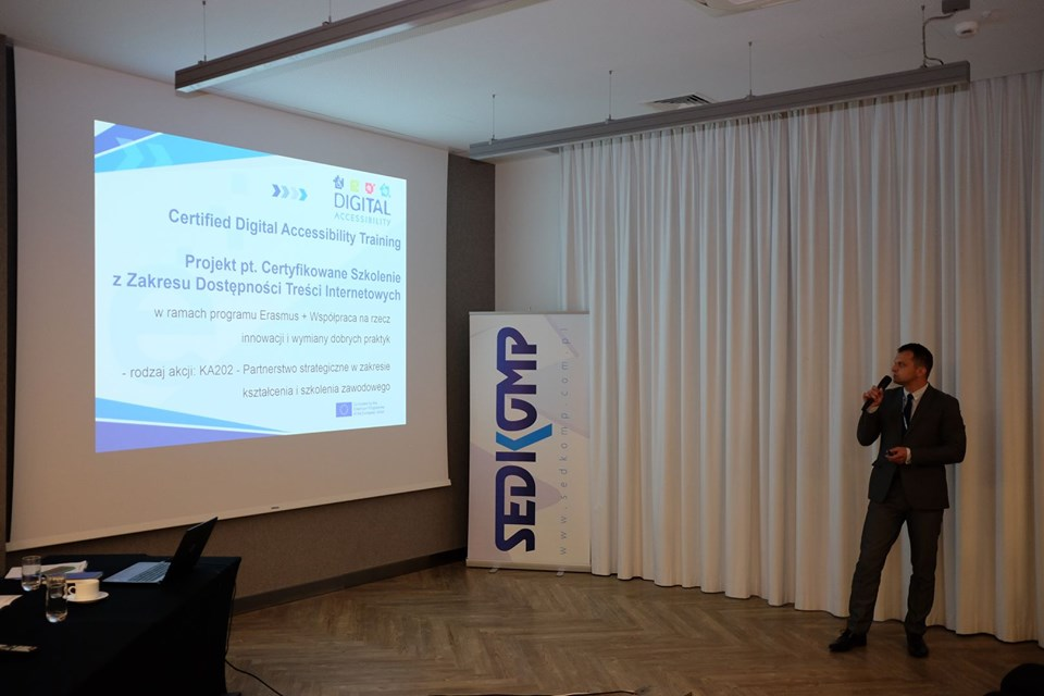 Mariusz Cielemęcki presenting the participants of the Scientific Conference in the cycle MANAGEMENT the essence and assumptions of the Digital Accessibility project.